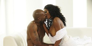 Black Kissing Pics